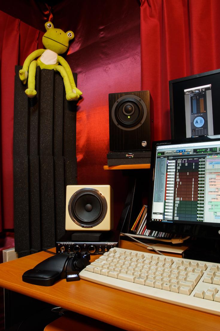 StudioDesk2